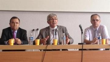 Gérard Pelhâte, président de la Ccmsa, entouré de Jean-François Bélliard, premier vice-président, et Michel Brault, directeur. (