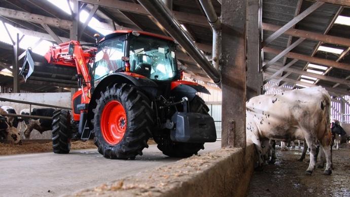 Le tracteur M110GX de Kubota est simple, maniable et pas cher.