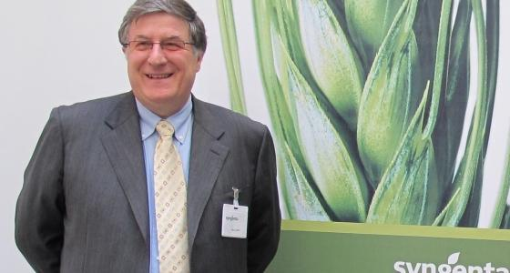 Denis Tardit annonce une forte croissance dici 2015 de loffre Syngenta particulirement en crales, avec des varits dorges hybrides, des herbicides et fongicides, et en betteraves, avec de nouvelles varits, un traitement de semences et une gamme dherbicides.