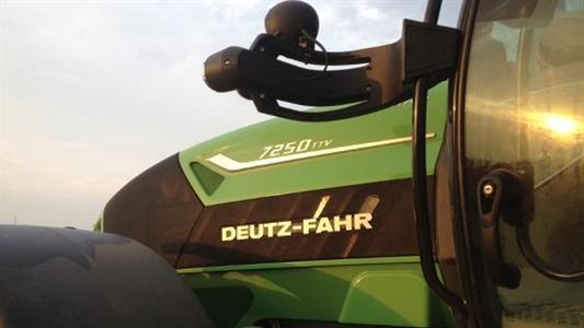 Le Deutz-Fahr Agrotron 7250 Ttv élu tracteur de l'année 2013 à l'Eima 2012