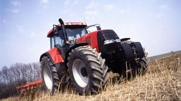 Tracteur Case IH Cvx 1190 au champ