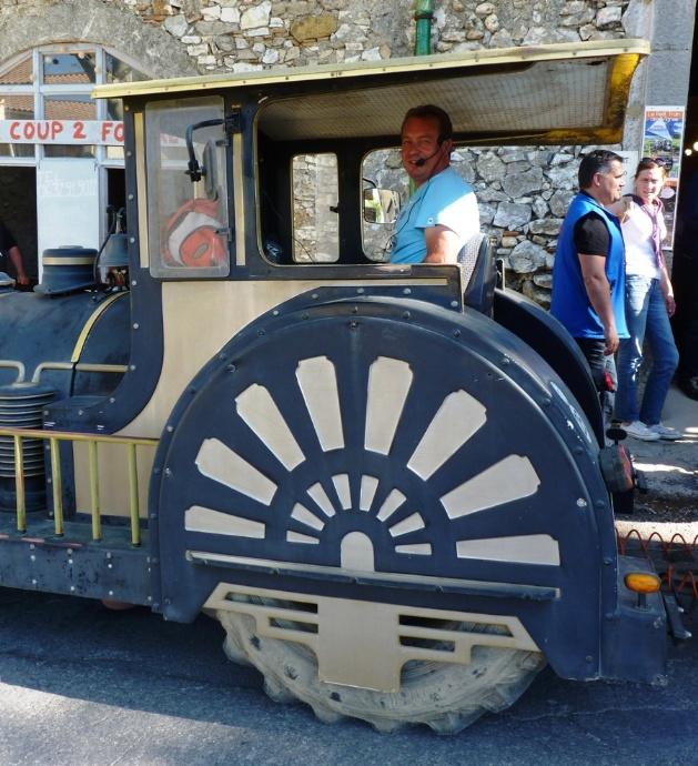 Jérôme Hermet a acheté son petit train en 2011 afin de faire découvrir ses vignes et son pays aux touristes de passage