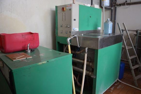 Le lait distribué aux veau est passé dans ce pasteurisateur pour réduire le microbisme.
