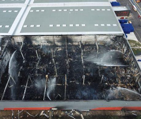 Incendie de l'entrepôt d'Allopneus.com à Valence.