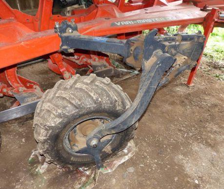 L'état d'usure du pneumatique des roues de jauge (photo) et de transport doit être pris en considération lors de l'achat d'une occasion.