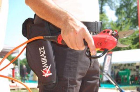 emak-secateur-a-batterie-professionnel-kamikaze-leger (500 x 332)