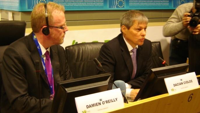 A droite, Dacian Ciolos, commissaire européen à l'Agriculture en 2012