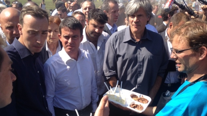Manuel Valls et Stéphane Le Foll, aux Terres de Jim à Saint-Jean-d'Illac, en Gironde.