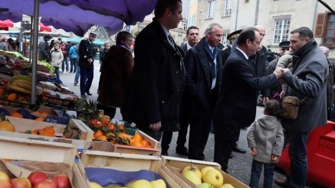 François Hollande, président de la République à Tulle en Corrèze, jour de marché.