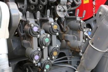 levier de décompression hydraulique sur MF 7700