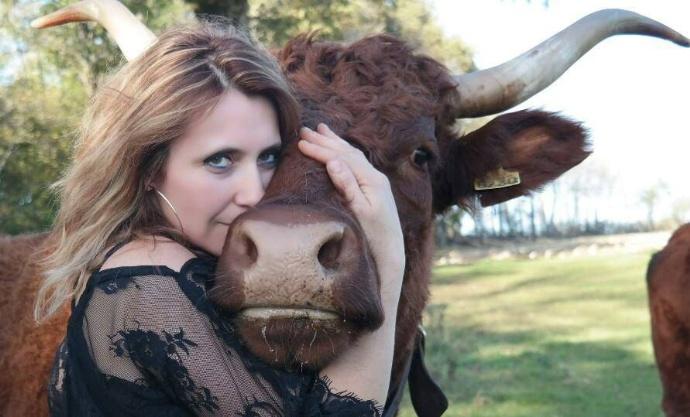 Patricia Freyssac, agricultrice passionnée par la race salers - © Photo Chloé Freyssac