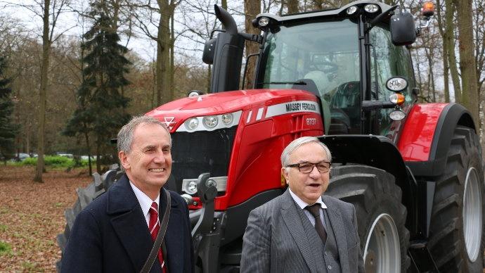 Claude Gewerc, président de la Région Picardie et Malcolm Shute, vice-président engineering d'AGCO