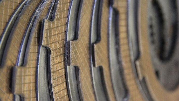 L'usure des disques de frein est quasi nulle, mais leur décoloration indique un léger échauffement.