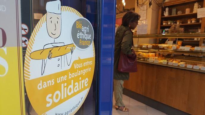 A Paris, la fournée d'Augustine, l'une des 600 boulangeries inscrites dans la démarche Agri-Ethique, qui permet de rémunérer le producteur de blé tendre avec un prix fixe sur trois ans, tenant compte des coûts de production.