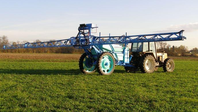 Le futur texte sur l'usage des pesticides ne sera pas en recul par rapport à 2006, a promis Manuel Valls devant des vignerons.