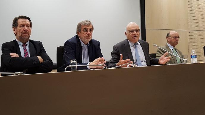 Entouré des vice-présidents de l'AGPB, Philippe Pinta, président de l'association spécialisée, a détaillé ses