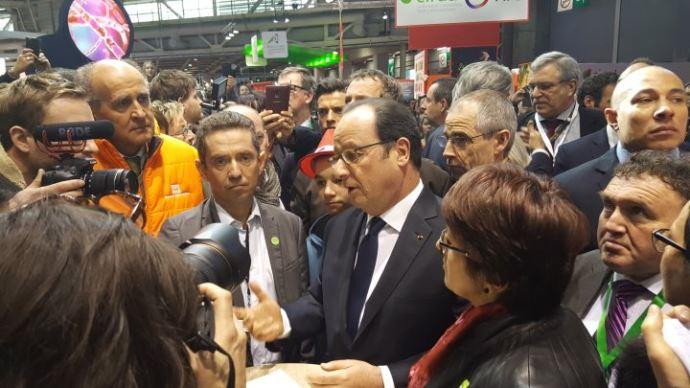 Le salon de l 39 agriculture en direct samedi 25 f vrier 2017 for Hollande salon agriculture
