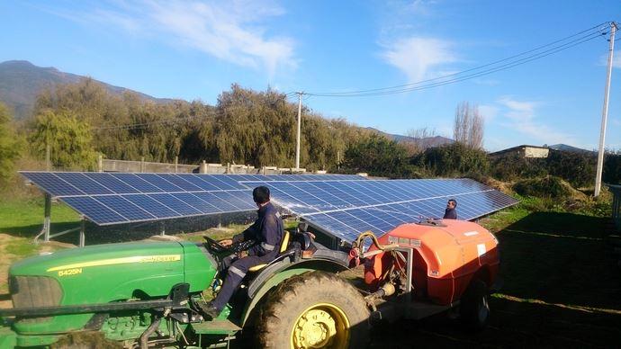 Entretien des panneaux solaires au Chili.