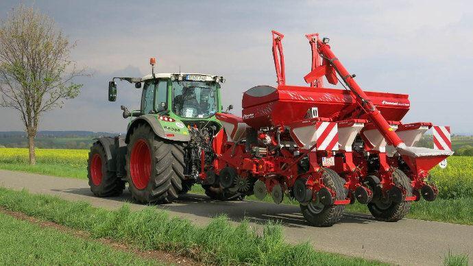 Kverneland Optima TFprofi: Un transport sur route maintenant jusqu'à 25 km/h