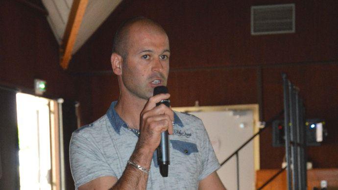 Xavier Bruneau, éleveur qui acquiert de l'autonomie alimentaire tout en réduisant l'impact environnementale de son élevage