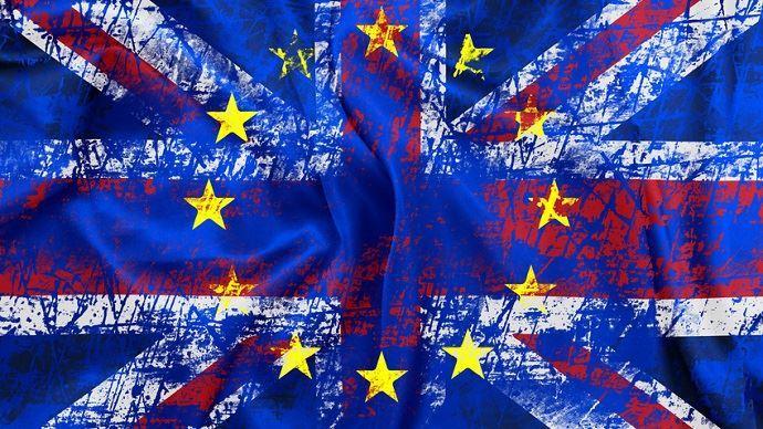 drapeaux europeen et anglais confondus