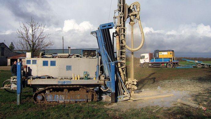 Le forage est un réel investissement mais peut vite être rentabilisé aux vues des factures de consommation de l'eau de réseau.