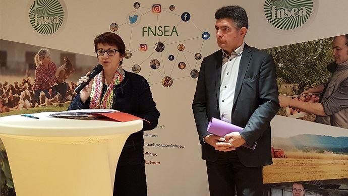Christiane Lambet, présidente de la FNSEA, avec Henri Biès-Péré, vice-président du syndicat, lors de la présentation des voeux à la presse le 9 janvier 2018.