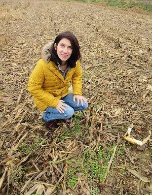 Marielle Dubois dans son champ de maïs