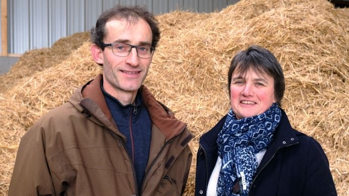Laurence et Laurent Langouët, éleveurs du Gaec Plaisir des Champs (35) qui délèguent l'élevage de leurs génisses à Eilyps