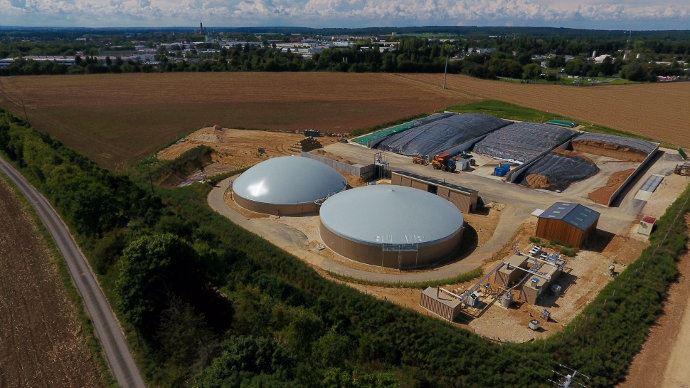 Vue aérienne des digesteurs du site de Senlis