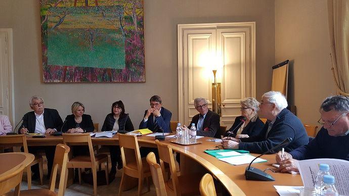 André Chassaigne (à gauche), les parlementaires et des représentants de l'Anraf, lors d'une conférence de presse mercredi 7 mars 2018 à la mi-journée, ont dénoncé le