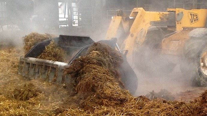 La fréquence de curage de l'aire paillée varie d'un élevage à l'autre