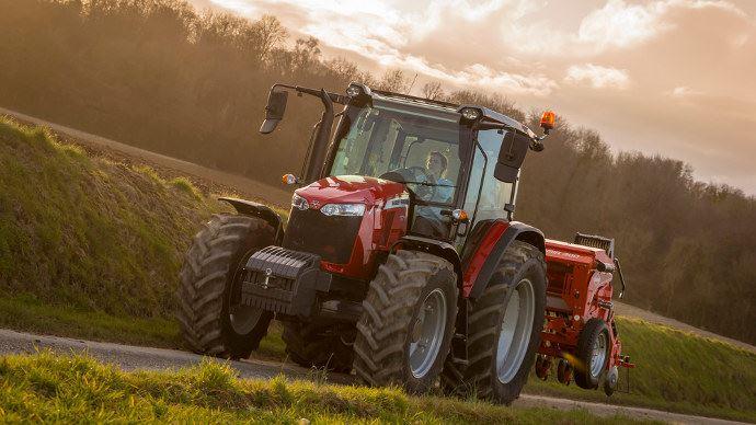 Massey Ferguson MF 5700 Global Series avec transmission Dyna 4 et Semoi Kuhn Premia 300