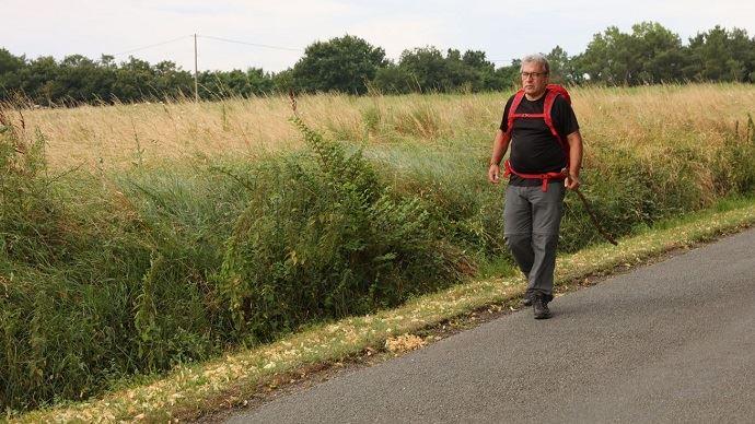 Conseiller municipal de Marmande, Patrick Maurin parcourra une bonne vingtaine de kilomètres pendant 22 jours pour rallier Saint-Anne-d'Auray, dans le Morbihan.
