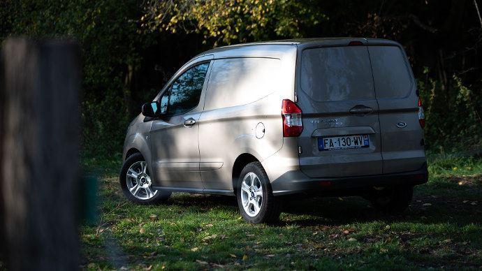 Ford Courier, Compact mais pas petit