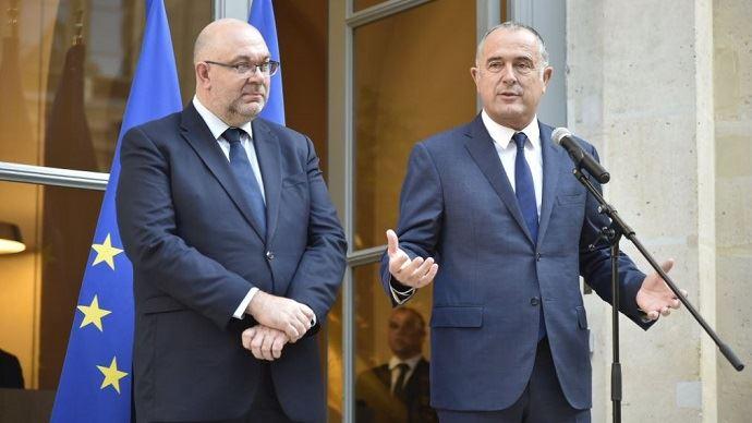 Passation de pouvoir, mardi 16 octobre 2018, vers midi, entre Stéphane Travert et Didier Guillaume, nouveau ministre de l'Agriculture.