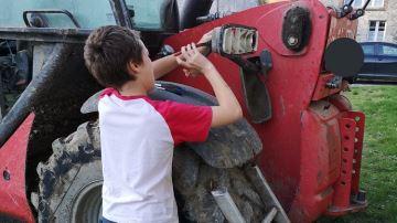 En vacances à la ferme, les enfants semblent apprendre autant qu'à l'école