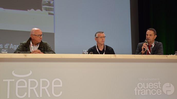 De gauche à droite, Claude Batardière, fondateur «la ferme de chez nous» ; Stéphane Gicquel, de la ferme de la Sablonnière (35) ; Claude Cochonneau, président de l'APCA.