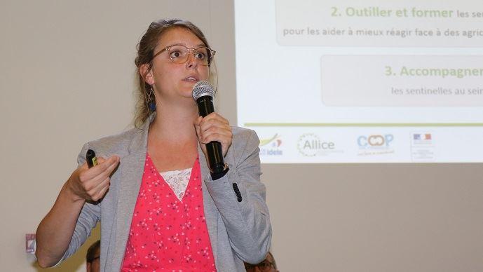 Elsa Delanoue, sociologue et coordinatrice du réseau Agri-sentinelles pour l'Insitut de l'élevage, l'Ifip et l'Itavi.