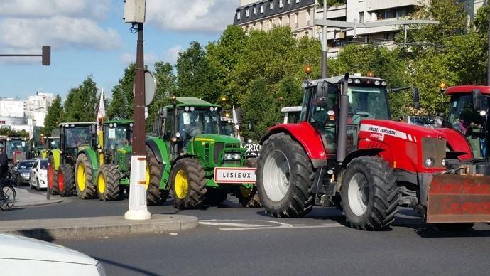 manifestation d'agriculteurs; tracteurs