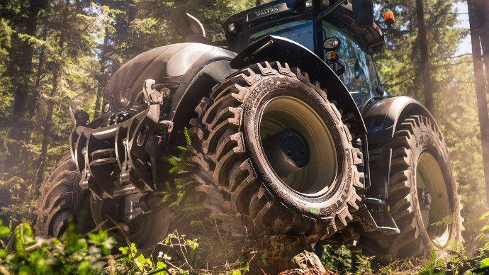 Flanc renforcés et barrettes supplémentaires le Tractor King de Nokia et fait pour les travaux lourds