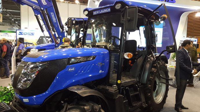 Solis 75N Crdi présenté en France su Sima. Le constructeur ouvre la porte de l'agriculture.