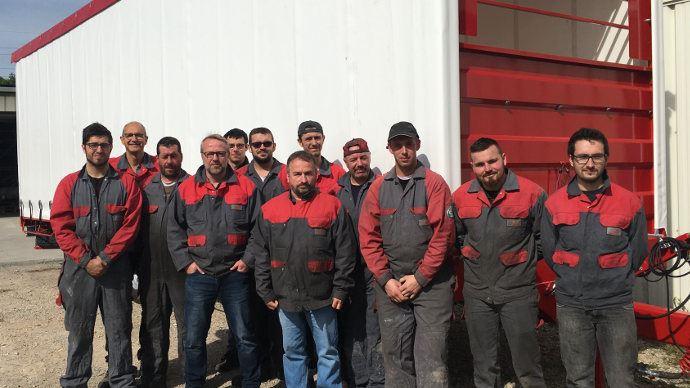 L'équipe des compagnons de Delecroix Harvesting  à Blaringhem dans le Nord (59)