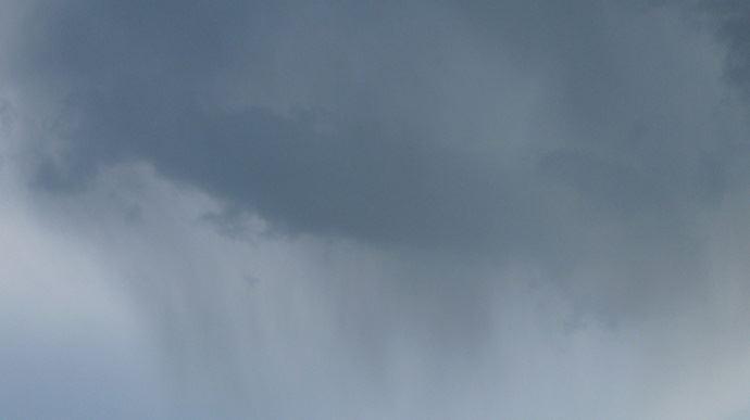 nuage tres noir et pluie