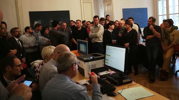Lors du dépouillement des bulletins de vote pour les élections chambres d'agriculture en Loire-Atlantique.