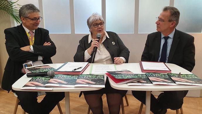 Jacqueline Gourault, ministre de la cohésion des territoires, entourée des représentants de la caisse centrale de la MSA, lundi 24 février 2020 au salon de l'agriculture.
