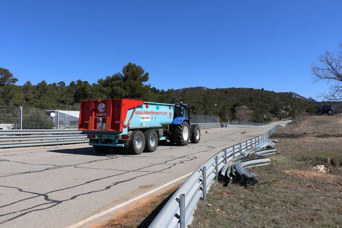 Dans le cadre de l'activité agricole, les tracteurs sont autorisés à circuler malgré les restrictions liées au coronavirus