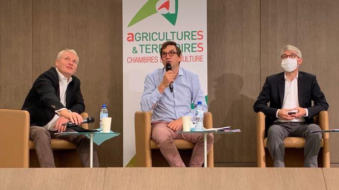 Le président de l'APCA  (au centre) a rappelé le rôle central des chambres d'agriculture dans l'accompagnement des transitions et la mise en oeuvre du plan de relance, le 8 septembre.