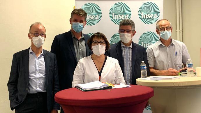 Les rapporteurs du rapport d'orientation 2020 de la FNSEA autour de Christiane Lambert, présidente du syndicat.