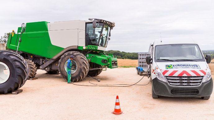 Euromaster élargit son service dépannage agricole 7j/7 et 24h/24 pendant les récoltes, avec une astreinte de 200 techniciens sur 89 centres.